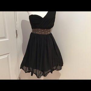 Little Mistress black one sleeve dress sz 6 NWT